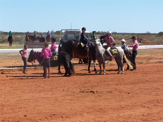 Yalgoo Annual Gymkhana - Watching the action