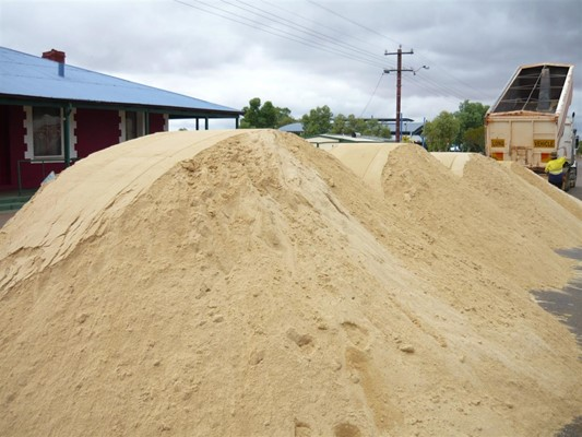 Australia Day in Yalgoo - Aus day sand piles