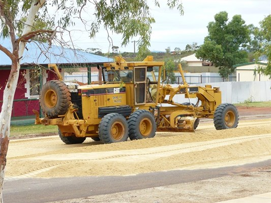 Australia Day in Yalgoo - Spreading sand Aus day